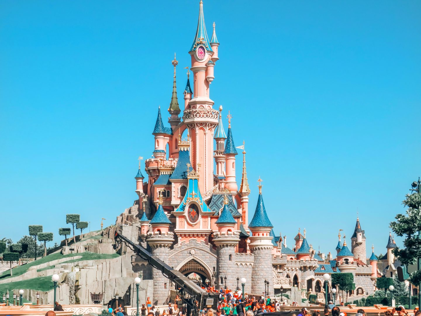 The Perfect Day Trip To Disneyland Paris