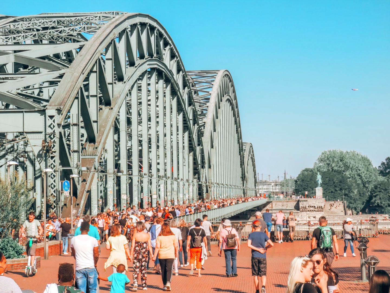 hohenzollern-bridge-love-bring-padlocks-love-cologne-germany