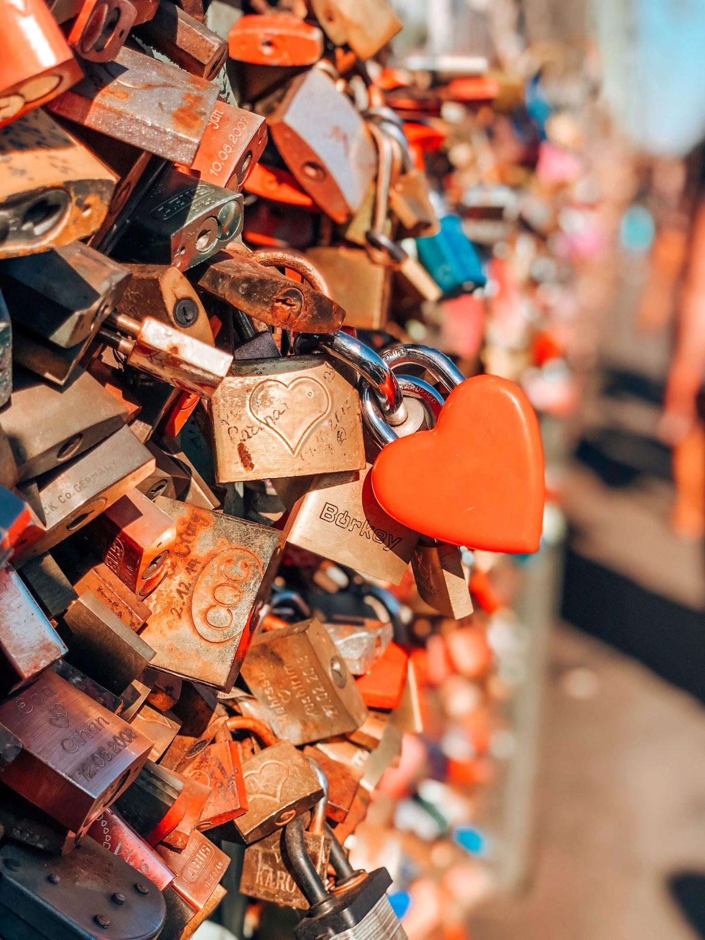 hohenzollern-bridge-love-bridge-padlocks-love-cologne-germany
