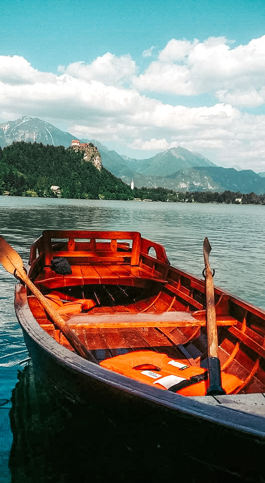 lake-bled-slovenia-wooden-boat