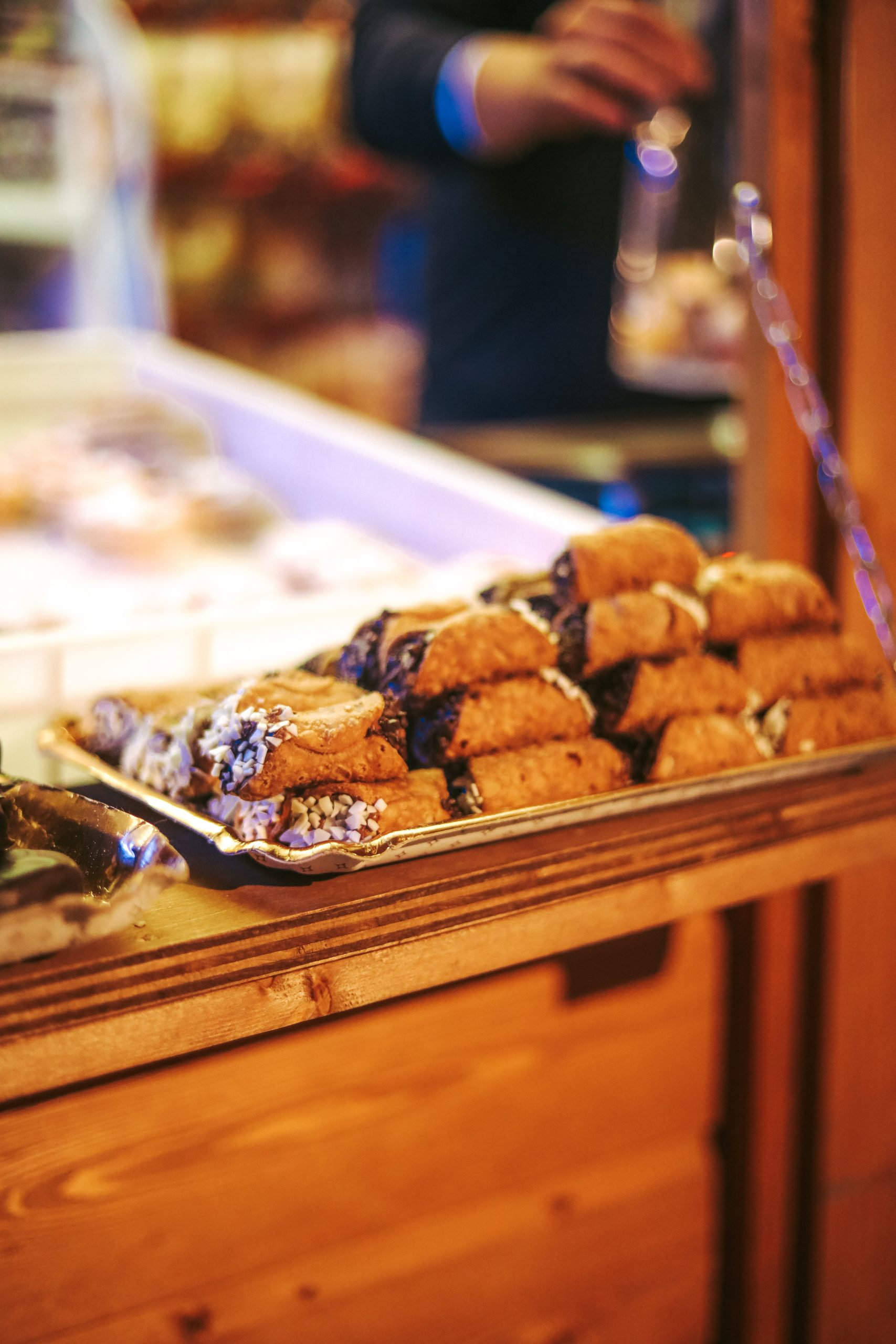 sicily-food-cannoli-traditional-sicilian-food